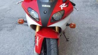 Yamaha YZF 750 R7 usata